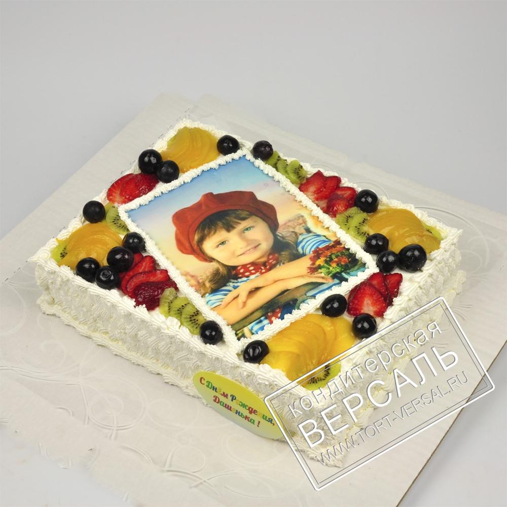 становится торт с фотопечатью и фруктами много